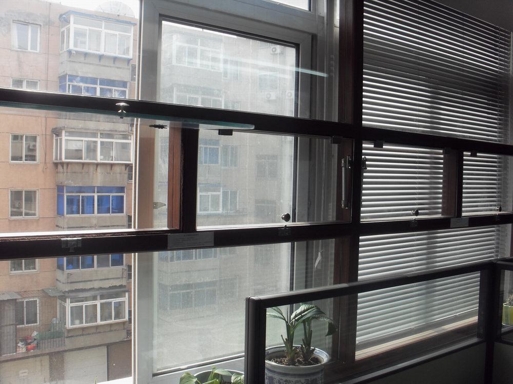 农业局保温隔断,气动窗户