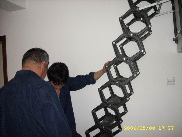 阁楼楼梯换代新产品,沈阳阁楼伸缩楼梯。