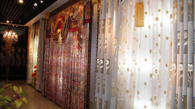 悬挂窗帘商铺