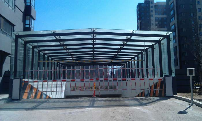 玻璃雨棚钢结构与幕墙施工图片