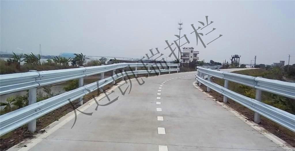 高速公路防撞波形护栏挡板