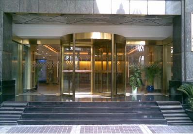 上海华美达酒店安装旋转门