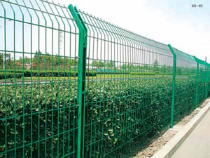 【壮强网业】推荐U型柱护栏网公路铁丝网C型柱护栏网