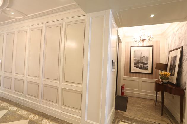 青岛花梨木酒店欧式护墙板