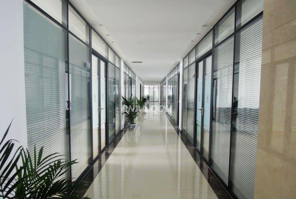 双玻璃带百叶隔断,办公室隔断
