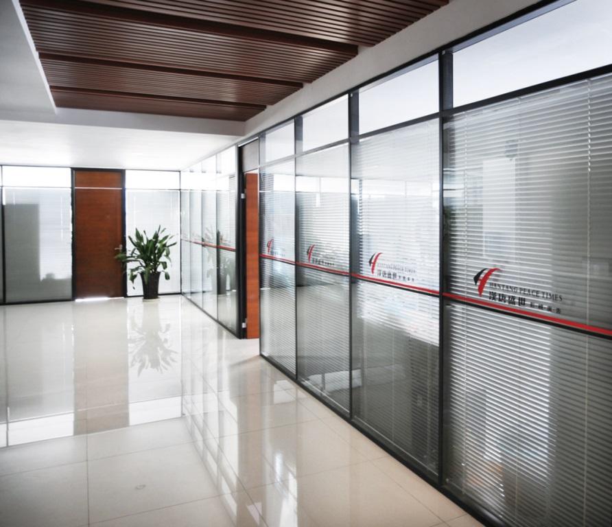 四平玻璃隔断供应商_四平隔断型材批发