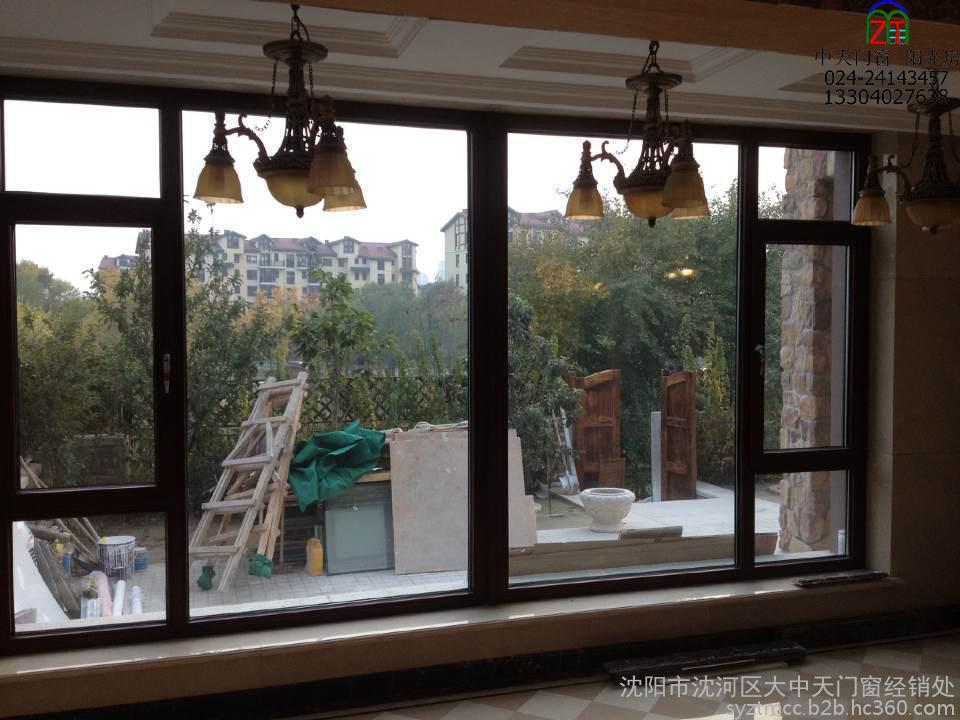 香格里拉别墅实木窗案例